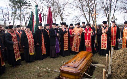 У Нежухові молитовно попрощалися з померлим священником о. Романом Войцехівським