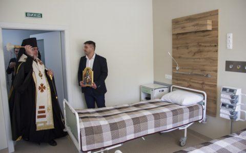 Владика Тарас освятив кардіологічну клініку в місті Стрию