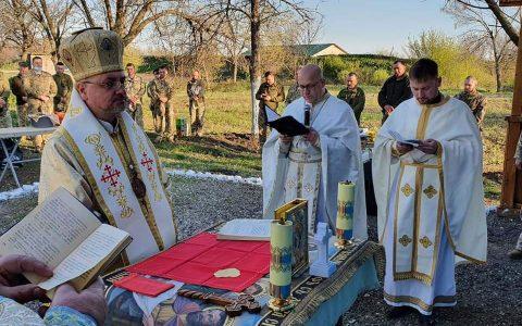 Владика Богдан відслужив Великодні богослуження для військових у Краматорську і освятив паски